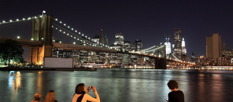 shutterstock_81998338-New-Yorkers-and-tourists-enjoying-Brooklyn-Bridge-and-Manhattan-skyline-At-Night,-New-York-City-1000